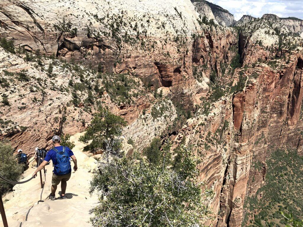Guide Hiking Angels Landing